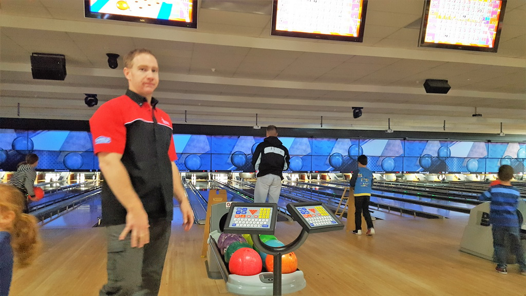 Ten pin bowling belconnen